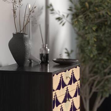 Мы знаем, что вы любите принты, и поэтому подготовили для вас еще один вариант с самым популярным: на высоком комоде ТМ020 из коллекции THIMON. Несмотря на легкость и воздушность, принт хорошо смотрится во взрослых и серьезных интерьерах — здесь он гармонирует с несколькими оттенками серого и зеленью, разбавляя «бетонную» гамму.  Небольшой опрос: будем благодарны вам, если вы напишите в комментариях, какая мебель из нашего каталога есть у вас дома или какая вам нравится больше всего (хотели бы приобрести). Ваши ответы помогут нам стать ещё лучше!