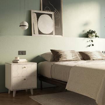 ✅Выбора стало ещё больше: новая коллекция корпусной мебели TWIN уже на сайте! (Ссылка в профиле).  Мы любим детали: та самая форма ножек, которая нравится вам за легкость и изящность, теперь приобрела новую форму и стала ещё гармоничней. TWIN - это все тот же оптимальный баланс между минимализмом и оригинальными творческими решениями: это мебель для современных людей, которые ценят качественный дизайн.   ✅Любой предмет из коллекции можно адаптировать под ваши запросы: всего возможны более 2500 вариантов исполнения, не влияющих на стоимость и срок изготовления; ✅7 видов тонировки дуба;  ✅30 оттенков эмали;  ✅14 вариантов гравировки;  Какие еще особенности есть у коллекции?  - Столешница и основание покрыты натуральным шпоном дуба;  - Авторская фрезеровка на фасадах изделия;  - Торцы корпуса из МДФ и покрыты эмалью;  - Ножки выполнены из массива дуба;  - Обновленная европейская фурнитура: немецкие направляющие HETTICH для плавного хода дверей и ящиков, а также 8 цветовых вариантов ручек-кнопок;  - Обновленная палитра эмали.   Хотите узнать больше? Напишите нам в WhatsApp (ссылка в профиле)   На фото: прикроватная тумба из новой коллекции.