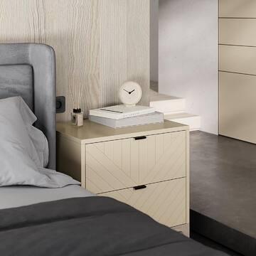 Как говорят англичане –Less is more (что-то вроде нашего «лучше меньше, да лучше»). Это базовый принцип любого хорошего дизайна.   В нашей мебели найдена тонкая грань между минимализмом и домашним уютом: минимализм – не значит пустота и отчуждение, а домашний уют не значит избыточность.   Прикроватная тумба CS012 из коллекции CASE – небольшое и лаконичное произведение мебельного дизайна, наш вклад в интерьерную историю.   Одна небольшая деталь может вписаться в пространство и дополнить интерьер: эту малышку облюбовали наши клиенты и она украсила уже десятки квартир. Ваша квартира - следующая :)   Выбор из  ✔️30 актуальных цветов эмали ✔️15 гравировок ✔️7 цветов ручек ✔️7 цветов тонировки дуба  👉🏻Переходите на сайт (ссылка в профиле) и смотрите прикроватные тумбы из других коллекций – они не менее очаровательные.