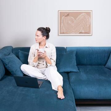 Модульный диван CASE может быть центром домашнего уюта, ярким акцентом в интерьере, лаунж-зоной и даже временным местом для сна — и, несомненно, он станет главным героем вашей квартиры! Что делает диван CASE особенным?  ✔️Объемные подушки из прорезиненного пенополиуретана нескольких степеней жесткости: с такого дивана не хочется вставать :)   ✔️Все чехлы съемные, их можно стирать   ✔️Широкие посадочные места, делающие отдых еще более комфортным.   ✔️Диваны не имеют оборотной стороны и могут устанавливаться в центре помещения  ✔️Диван CASE доступен к заказу в нескольких категориях ткани и в разных вариантах тонировки ножек.   Весь ассортимент диванов The IDEA вы найдете по ссылке в профиле в разделе «Мягкая мебель».