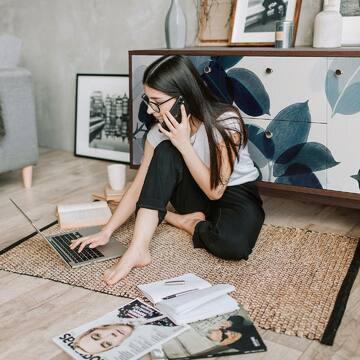 Создавайте обстановку в которой вам будет не только комфортно отдыхать, но и работать!   Кому-то необходимо специальное рабочее место, чтобы сконцентрироваться и не упустить важное, а для кого-то каждый уголок в доме — идеальная локация для творчества!   Фабрика мебели THE IDEA предоставляет вам абсолютный простор для реализации идей в оформлении жилого пространства.   На фото: Тумба под тв FR043 из новой коллекции FRAME (принт 107). Благодаря продуманной системе наполнения ее можно использовать даже в качестве невысокого комода.  Натуральная цветовая гамма, которую использовали наши дизайнеры для создания этих принтов и возможность выбора тонировки дуба позволяют этому изделию адаптироваться к разным интерьерам.  Габариты: Д1390 Ш450 В600 Цена: 58 900 руб  📲Посмотреть всю коллекцию вы можете на сайте www.theidea.ru 📲Активная ссылка в шапке профиля!