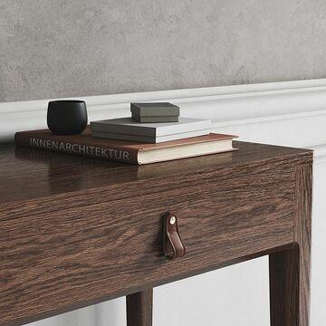 Богатая фактура натурального дуба и мягкие ручки из итальянской кожи придают консольному столу CASE свой неповторимый стиль.  Каждая модель THE IDEA продумана до мельчайших деталей: плавные линии, элегантные изгибы, природный рисунок дерева, мягкая кожа - все это помогает изделию стать украшением интерьера, делает его особенным и уникальным.  Консольный стол CASE может быть выполнен в шпоне дуба или эмали, цвет которой вы можете выбрать, также, как цвет кожаных ручек. Соберите свой стол, который станет украшением прихожей, гостиной или спальни. Стоимость: 44900 руб Другие варианты отделки можно посмотреть на нашем сайте, ссылка в описании профиля ⤴️