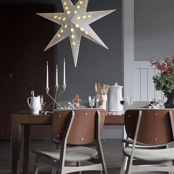 Желаем вам найти того, с кем вы будете в такой же гармонии, как обеденный стол MAVIS со стульями SID!  В новогоднем декоре они особенно хороши — на этих фото не хватает только большой счастливой семьи!  А вы уже добавили уюта и стиля своему жилищу и приобрели что-нибудь из каталога The IDEA? Напишите в комментариях, что из нашей мебели стоит у вас дома!