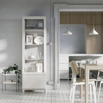 Белый цвет зрительно увеличивает пространство, согласны? Стены, пол и потолок в различных оттенках белого создают эффект невесомости и воздушности.  Используя всю палитру белого в сочетании с натуральными материалами, вы сможете создать лаконичный и стильный интерьер.  Мы подготовили для вас пример оформления кухни и обеденной зоны в светлых оттенках с мебелью THE IDEA.  ✔️Cтильная узкая витрина CASE (эмаль - ваниль; тонировка - осветленный дуб); ✔️Вместительный стол MAVIS (тонировка - осветленный дуб); ✔️Удобный стул SID с мягким сиденьем (ткань - 2 кат. микровелюр 01, эмаль - ваниль).   📲Переходите по активной ссылке в шапке профиля и знакомьтесь с ассортиментом мебели THE IDEA.  #буфет #витрина #светлыйинтерьер #белаяккхня #светлаякухня #кухняминимализм #минимализм #скандинавскийинтерьер #дизайнккхни #дизайнермосква #дизайнерспб #купитьстол #обеденныйстол #деревянныйстол #столиздерева #купитьдеревяныйстол #идеиинтерьера #идеидизайна #интерьер2021 #инткрьеркухни #дизайнкухни #кухнялизайн #белаякухня #стулья #стул